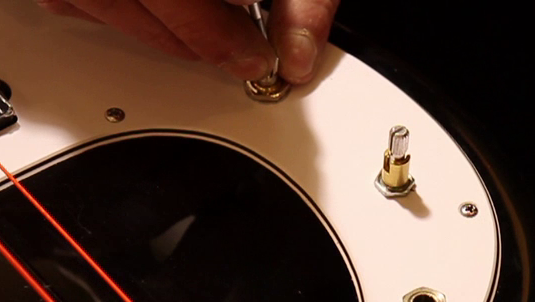 Adjusting a loose volume knob